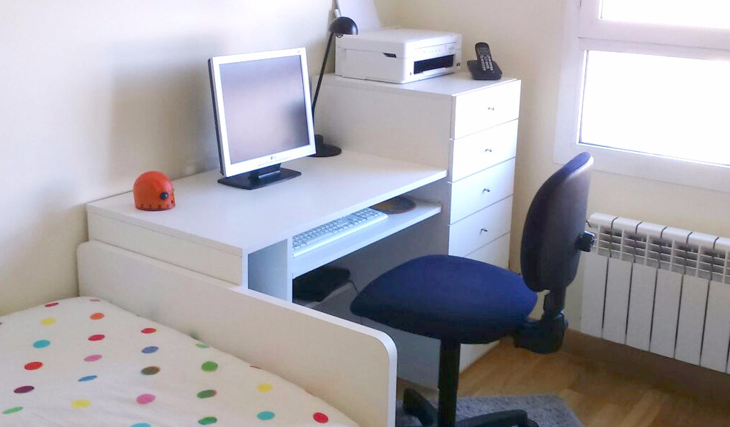 Dise o mesa de ordenador ngulo estudio interiorista for Diseno mesa ordenador